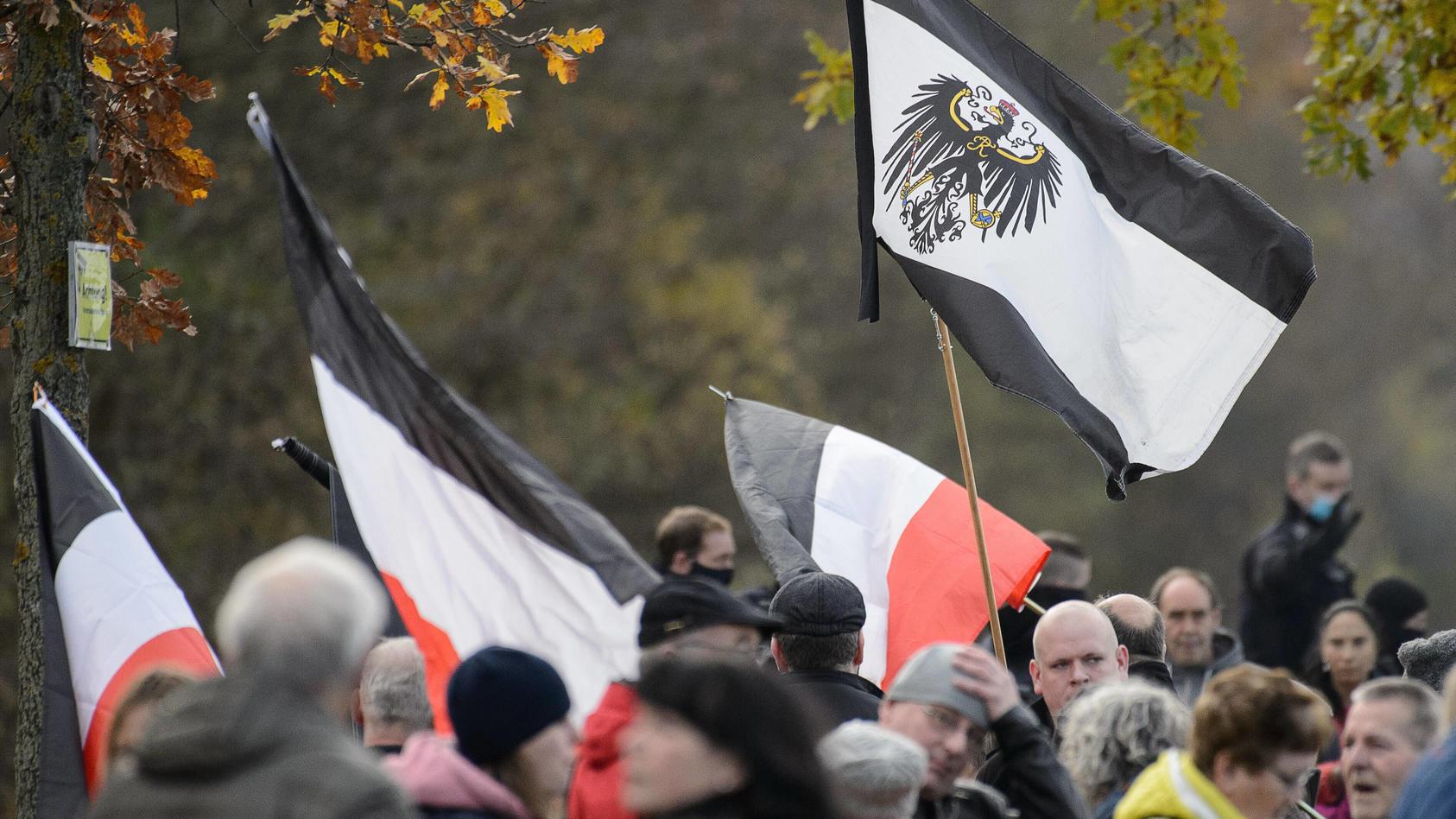 Demonstration und Kundgebung von Corona-Leugnern in Eichfeld.