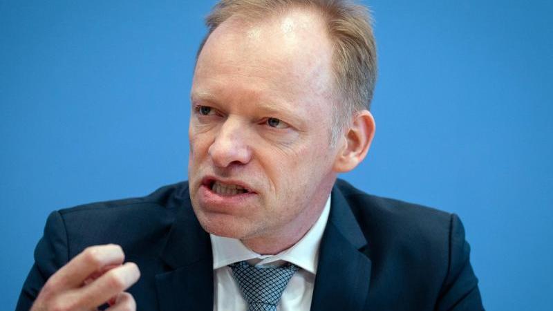 Clemens Fuest, Präsident des ifo Instituts:Die deutsche Wirtschaft läuft trotz Corona weitgehend störungsfrei, aber wie lange noch?. Foto: Kay Nietfeld/dpa