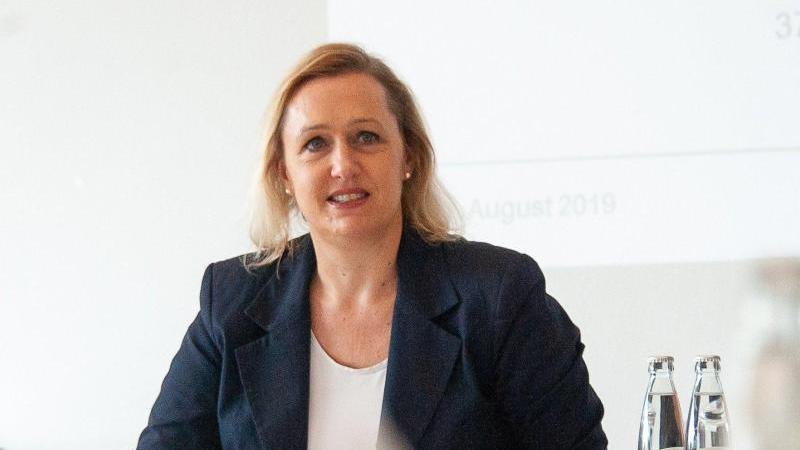 Marjoke Breuning, Präsidentin des Baden-Württembergischen Industrie- und Handelskammertags (BWIHK), spricht. Foto: Christopher Hirsch/dpa/Archivbild