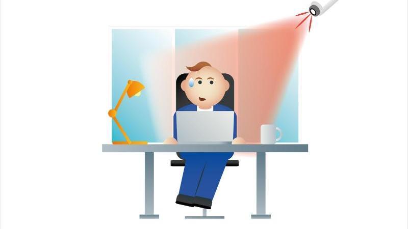 Arbeitgeber dürfen ihre Mitarbeiter nicht einfach ohne jeden Anlass mit einer Videokamera überwachen lassen. Foto: Dpa-Infografik Gmbh/dpa-tmn