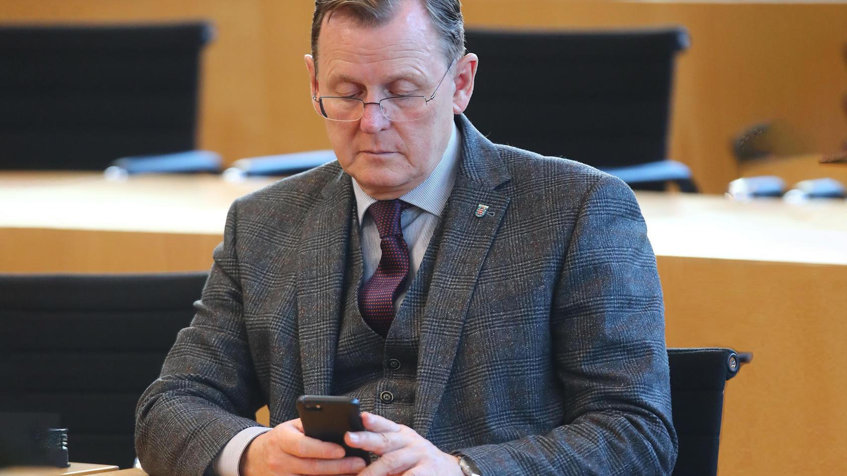 """Bodo Ramelow plauderte aus dem Nähkästchen, dass er während Konferenzen mit Kanzlerin Merkel regelmäßig """"Candy Crush"""" spielt. (Symbolfoto)"""