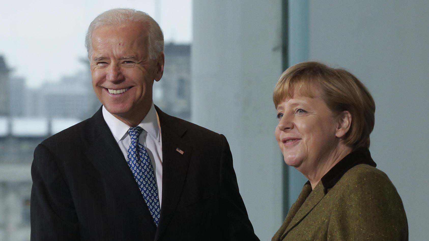 Ein Bild aus alten Tagen: Unter anderem 2013 trafen sich Joe Biden und Angela Merkel persönlich