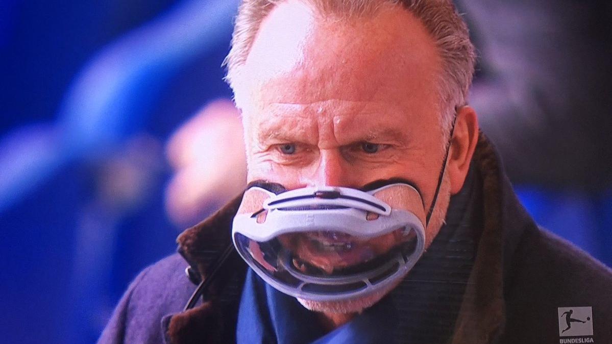 Karl-Heinz Rummenigge tauchte auf Schalke mit ungewöhnlicher Maske auf