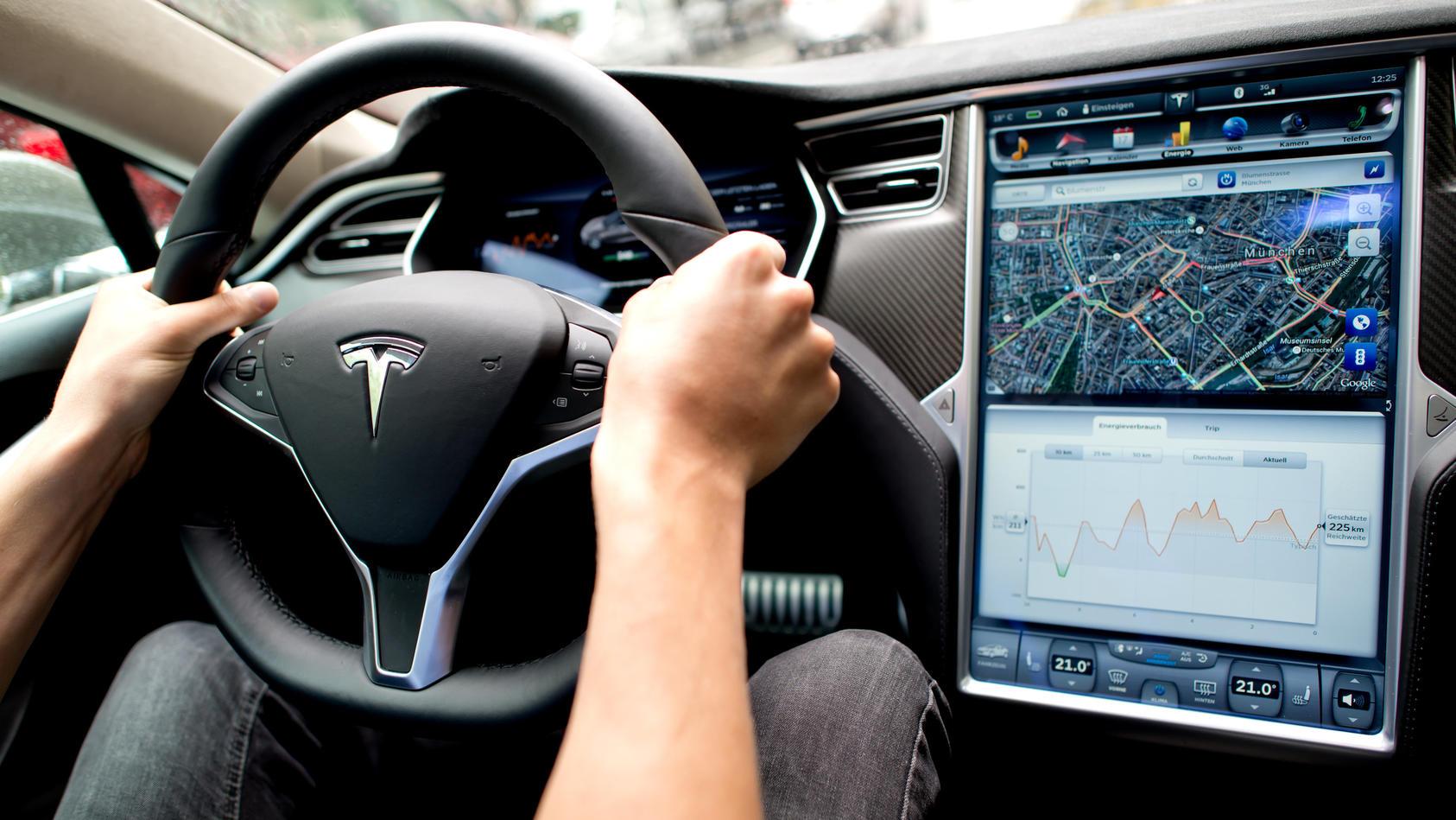 Die Innenausstattung des Tesla gilt immer noch als einzigartig - doch wie lange bleibt das noch so?
