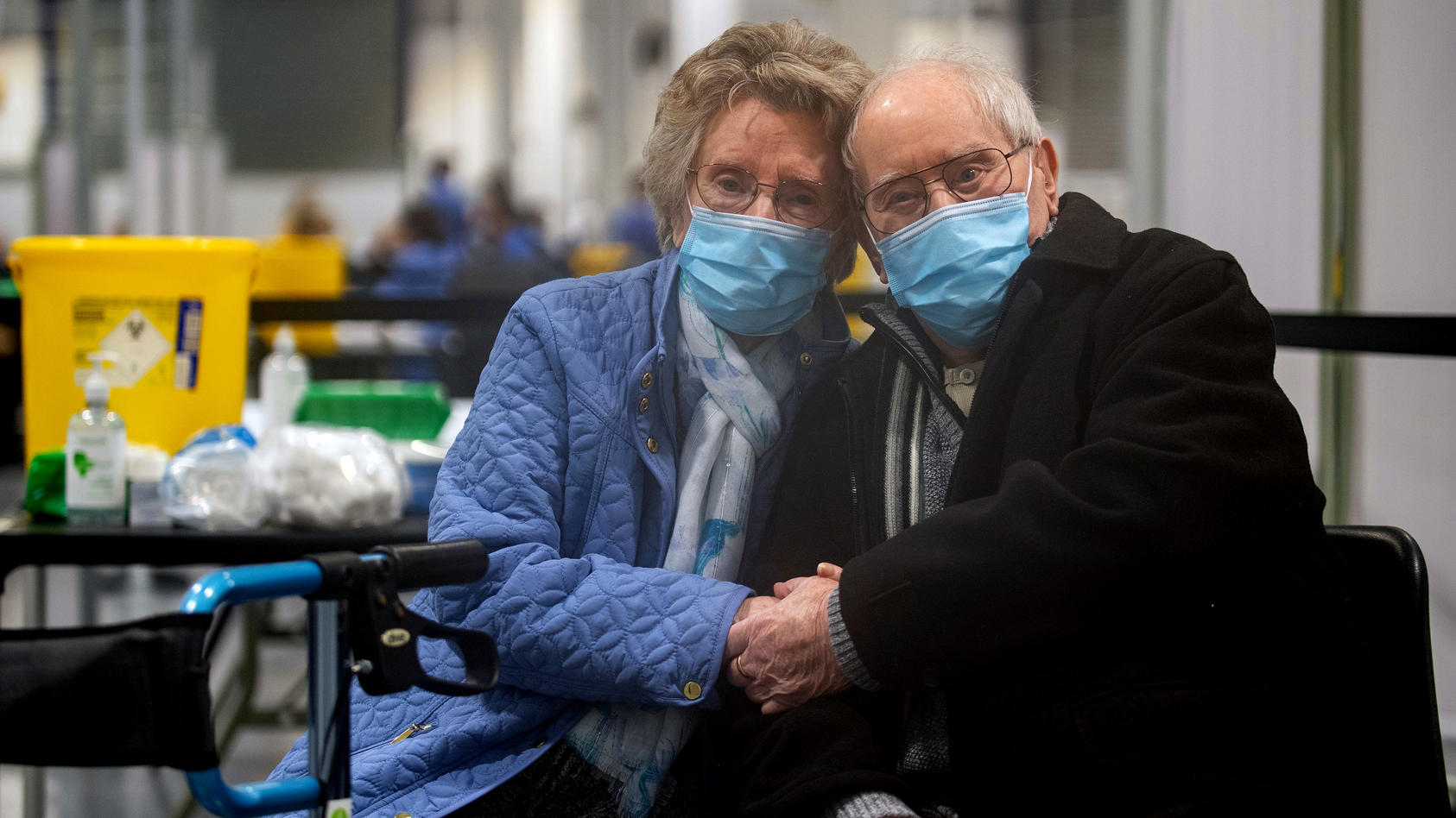 Geoff Holland (90) und seine Frau Jenny Holland (86) aus Mansfield haben gerade ihre Corona-Impfungen in einem Impfzentrum in der Grafschaft Nottinghamshire erhalten.