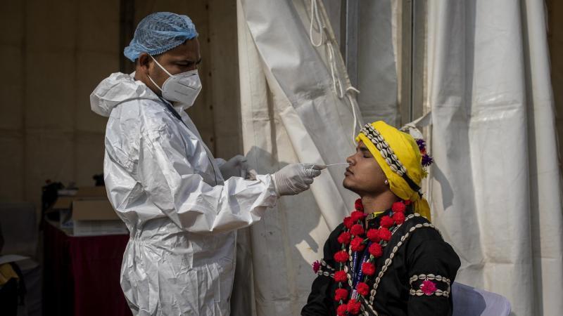 Seit Beginn der Pandemie vor gut einem Jahr ist die Zahl der weltweit nachgewiesenen Corona-Infektionen auf mehr als 100 Millionen angestiegen.