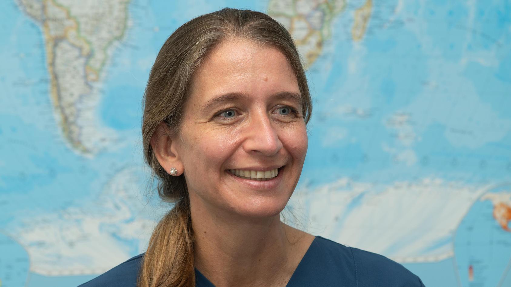 """Dr. Camilla Rothe im Experten-Podcast """"Klartext Corona"""" der Apotheken Umschau zur Corona-Mutation: """"Wir müssen extrem wachsam sein"""""""