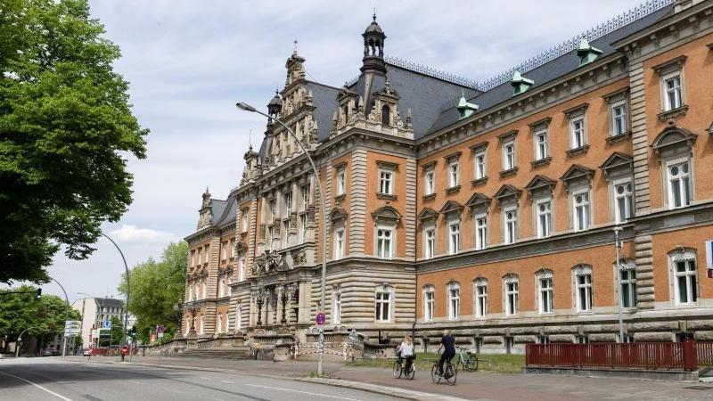 Blick auf das Strafjustizgebäude des Landgerichts Hamburg. Foto: Markus Scholz/dpa/Archivbild