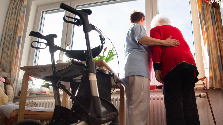 Stuttgart Junge Altenpflegerin Macht Sich In Corona Sperrstunde Auf Den Weg Zu Arbeit 340 Euro Bussgeld
