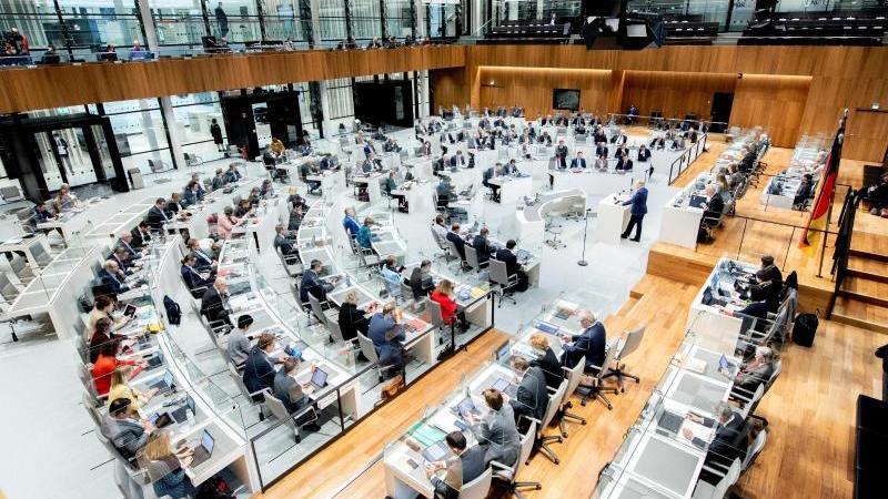 Plenarsaal des niedersächsischen Landtags. Foto: Hauke-Christian Dittrich/dpa/Archivbild