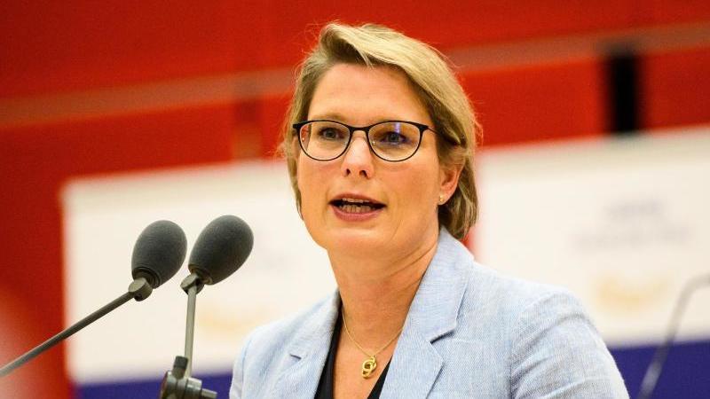 Stefanie Hubig (SPD), Bildungsministerin in Rheinland-Pfalz, spricht. Foto: Andreas Arnold/dpa/Archivbild