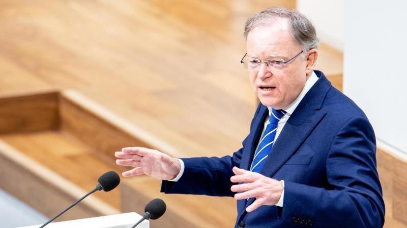 Stephan Weil (SPD), Ministerpräsident von Niedersachsen, spricht im Landtag. Foto: Hauke-Christian Dittrich/dpa
