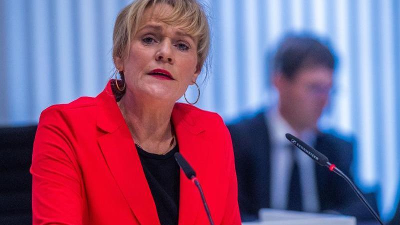 Simone Oldenburg(Linke) spricht bei der Landtagssitzung. Foto: Jens Büttner/dpa-Zentralbild/dpa/Archivbild