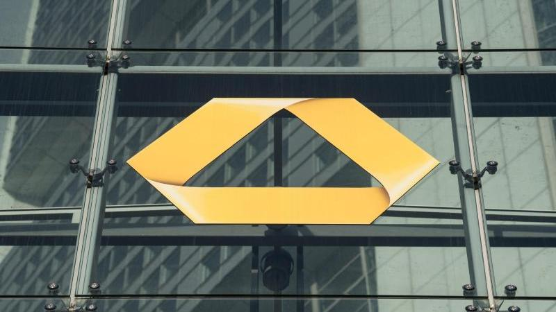 Die Zentrale der Commerzbank in Frankfurt am Main. Foto: Boris Roessler/dpa