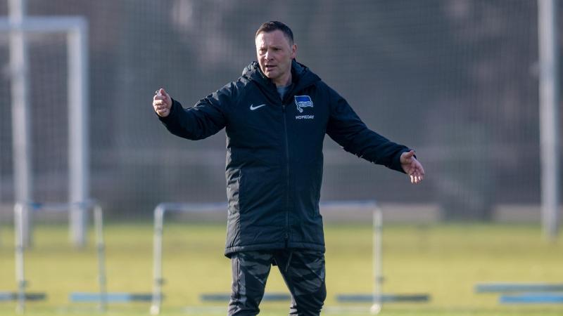 Bringt Aufbruchstimmung zu Hertha BSC: Trainer Pal Dardai. Foto: Andreas Gora/dpa