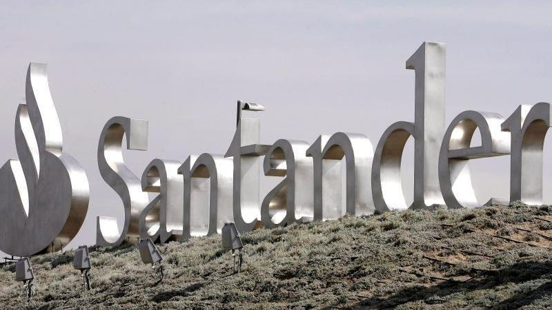 Das Logo der Santander Bank ist in Madrid zu sehen. Foto: Angel Diaz/EFE FILE/dpa