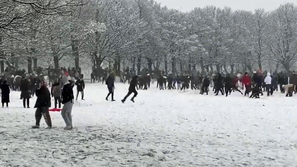 Riesen-Schneeballschlacht in Leeds.
