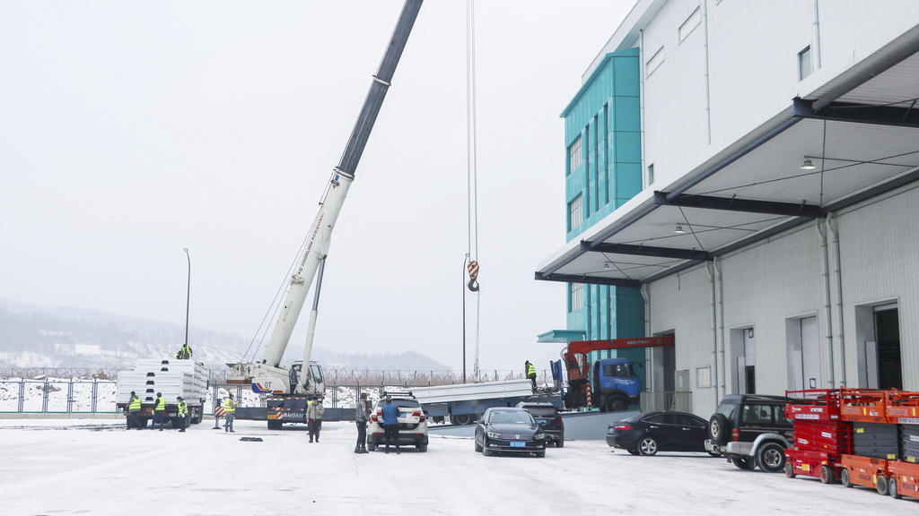 210122 -- TONGHUA, Jan. 22, 2021 -- Workers work at the construction site of a COVID-19 quarantine center in Tonghua, northeast China s Jilin Province, Jan. 22, 2021. With 1,186 quarantine rooms, the COVID-19 quarantine center in Tonghua is expected