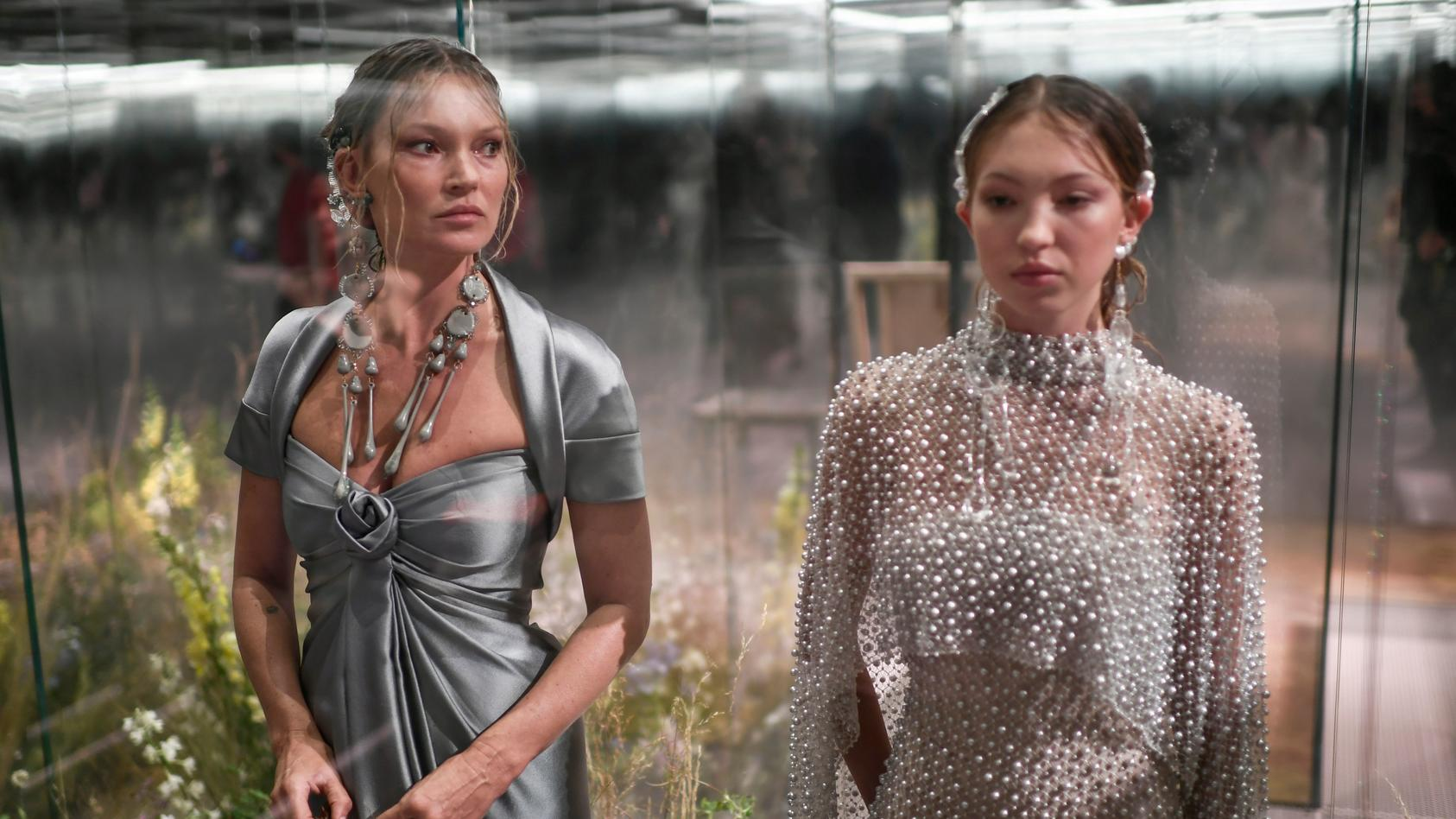 Kate Moss und Lila Moss bei der Pariser Fashion Week.
