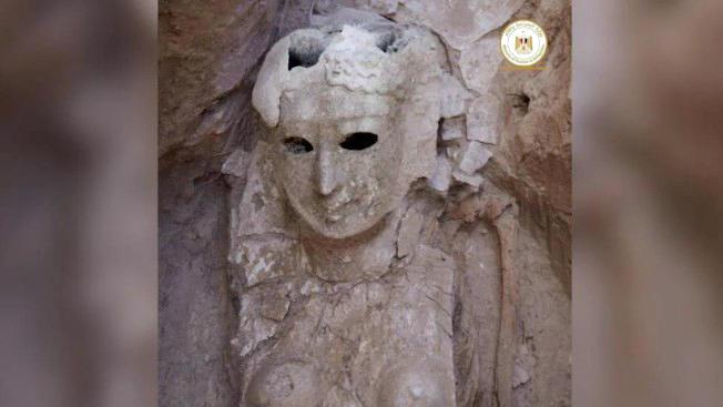 Weibliche Totenmaslke mit lächelndem Gesicht (Foto: Egyptian Antiquities Ministry)