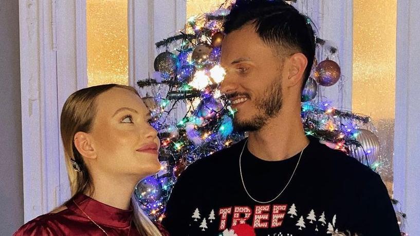 Cheyenne Ochsenknecht und ihr Freund Nino, Weihnachten 2020: Es ist das erste offizielle Pärchenfoto auf Instagram.