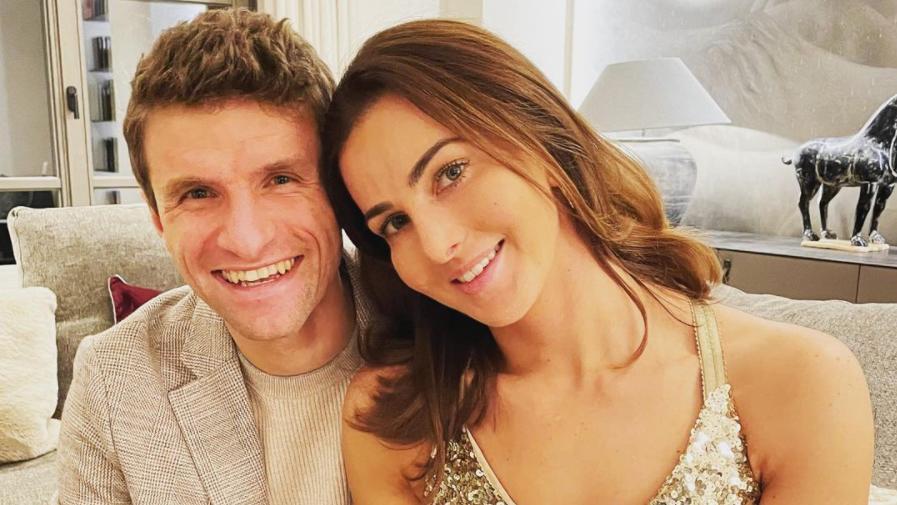 Lisa und Thomas Müller sind seit 2009 glücklich verheiratet.