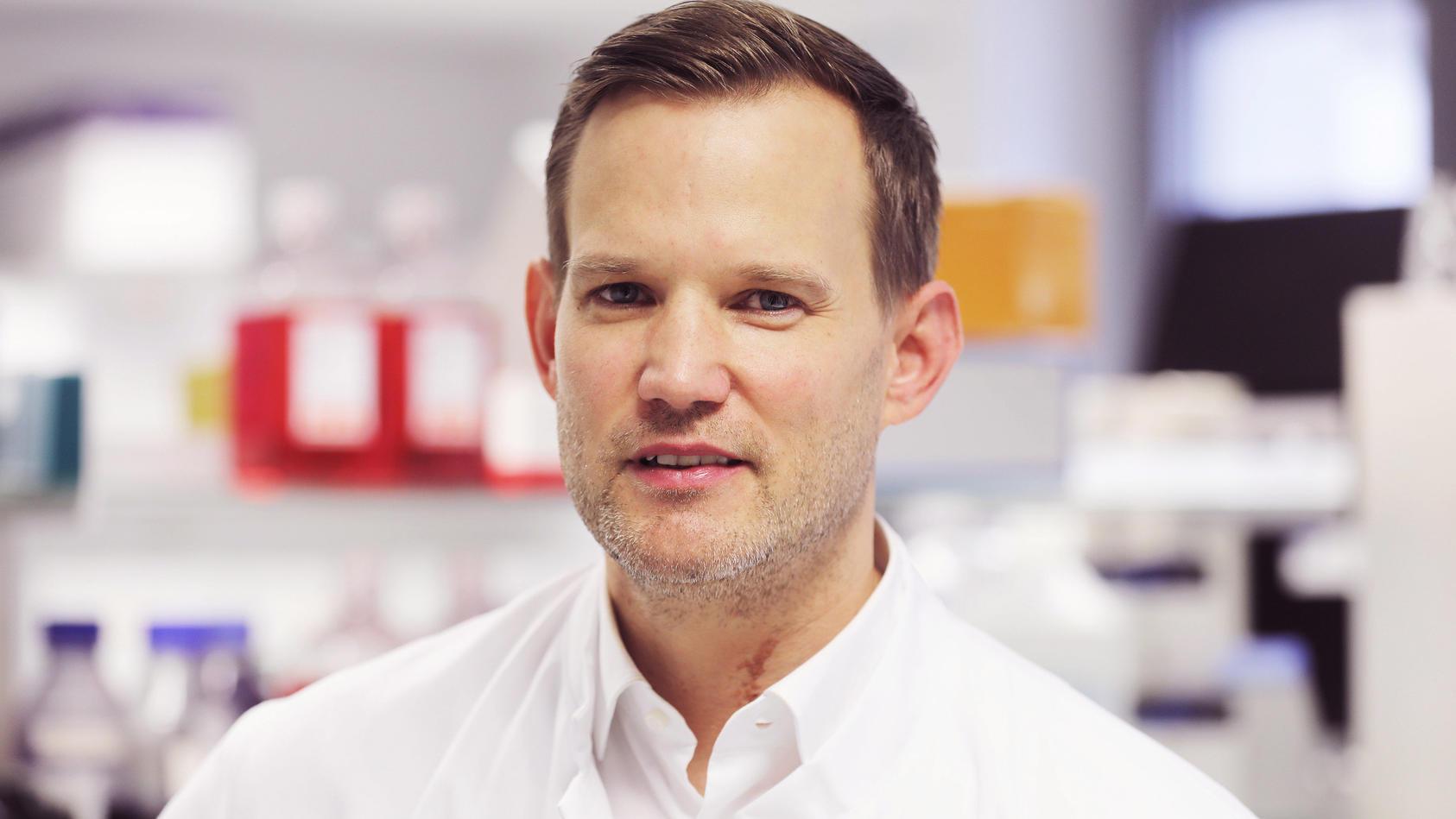 Virologe Hendrik Streeck fordert einen Stresstest, um Grenzen des Gesundheitssystems aufzuzeigen.