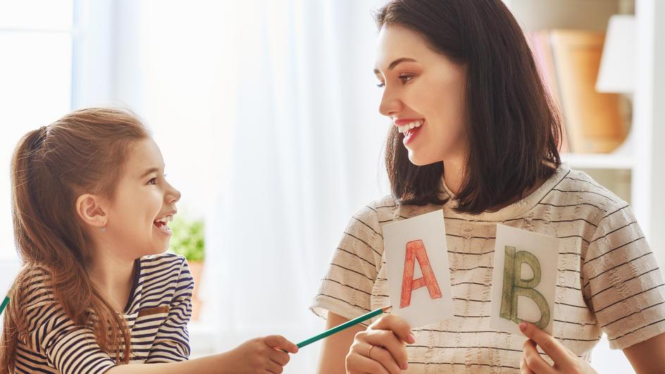 Das Wichtigste: Bereiten Sie Ihr Kind spielerisch auf die Schule vor - und geduldig
