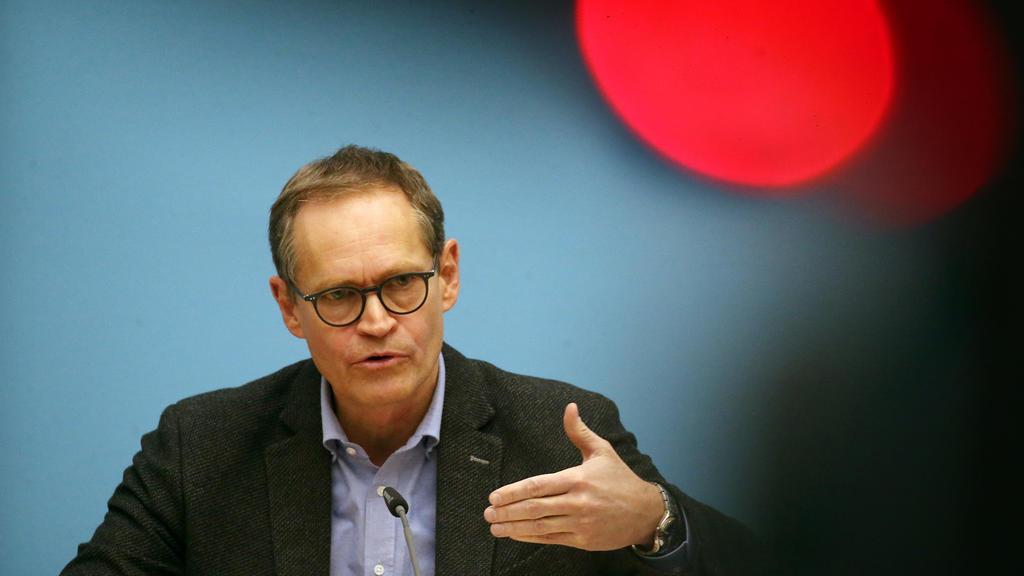 Michael Müller (SPD), Regierender Bürgermeister, gibt eine Pressekonferenz nach Ende der Senatssitzung und beantwortet Fragen von Journalisten.