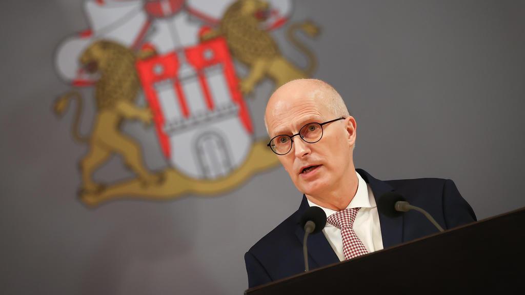 Peter Tschentscher (SPD), Erster Bürgermeister in Hamburg, spricht bei seiner Regierungserklärung während einer Sitzung der Hamburgischen Bürgerschaft im Großen Festsaal im Rathaus am 16. Dezember 2020.