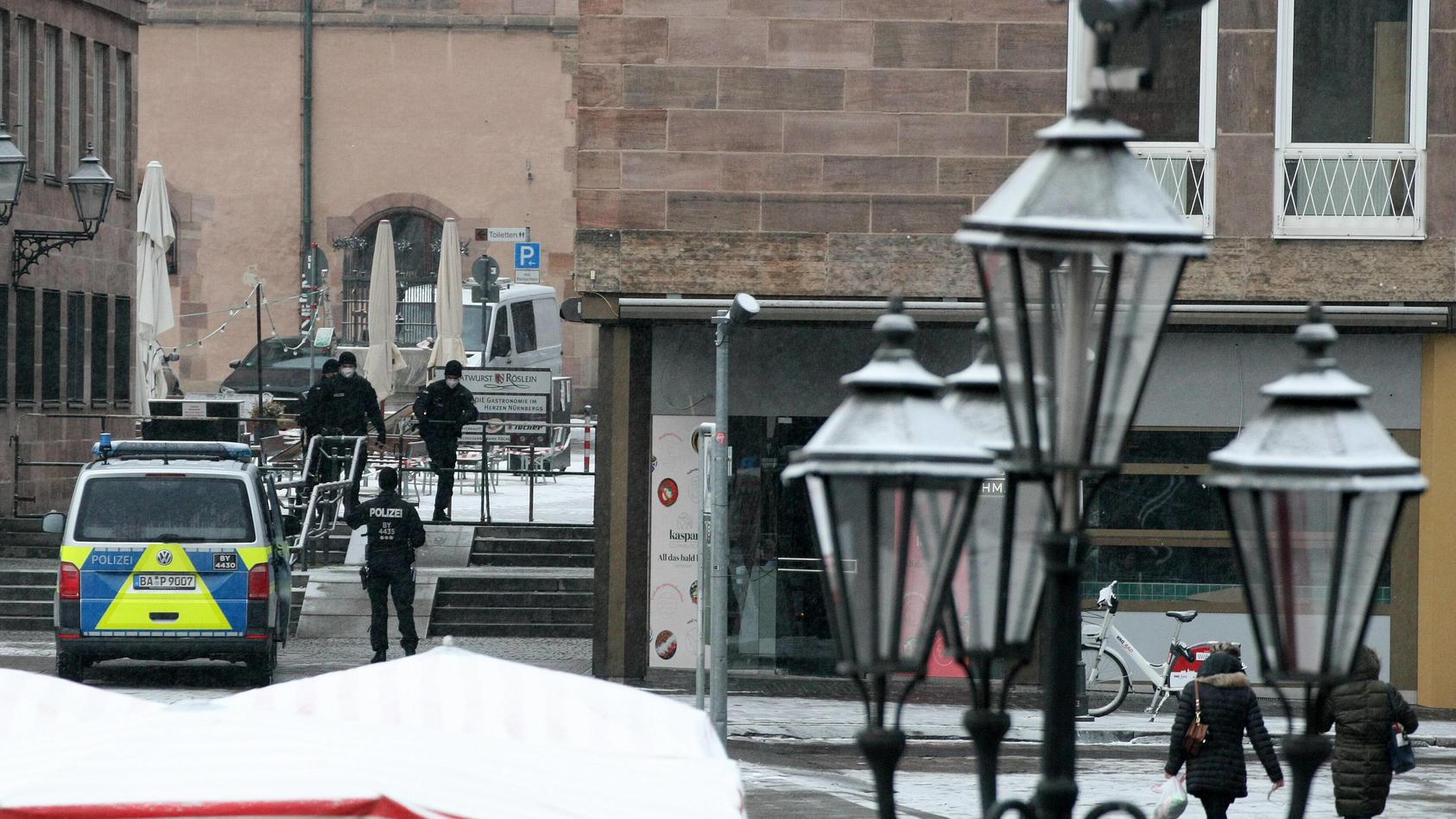 In Nürnberg hat eine Frau in der Nacht im Freien ein Baby zur Welt gebracht.