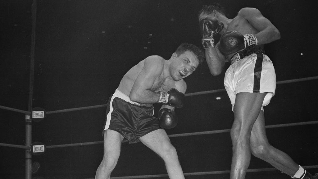 In den Runden 12 und 13 kassierte LaMotta eine fürchterliche Tracht Prügel von Robinson