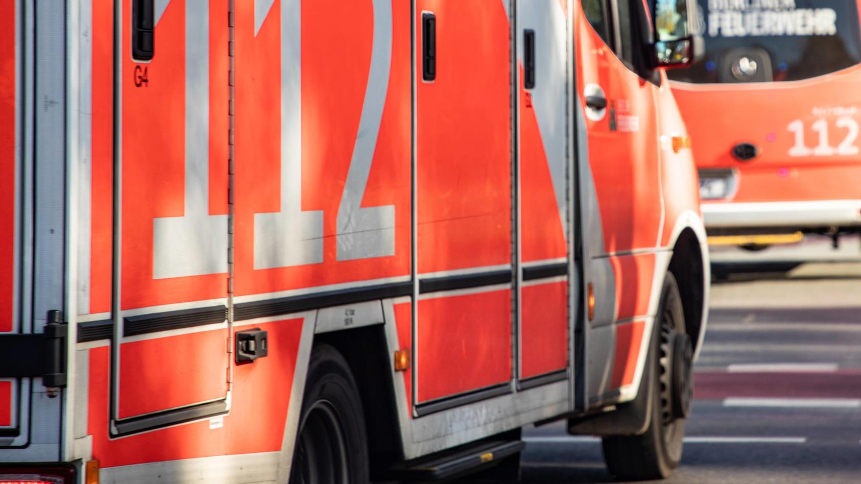 Krankenwagen im Einsatz: Das kleine Mädchen wurde in eine Potsdamer Klinik gebracht, soll dort auf der Intensivstation liegen.