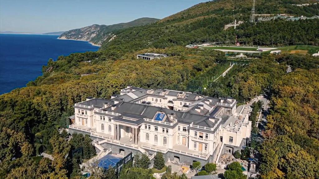 Putins angeblicher Protz-Palast an der Schwarzmeerküste in der Nähe der Stadt Gelendschik.
