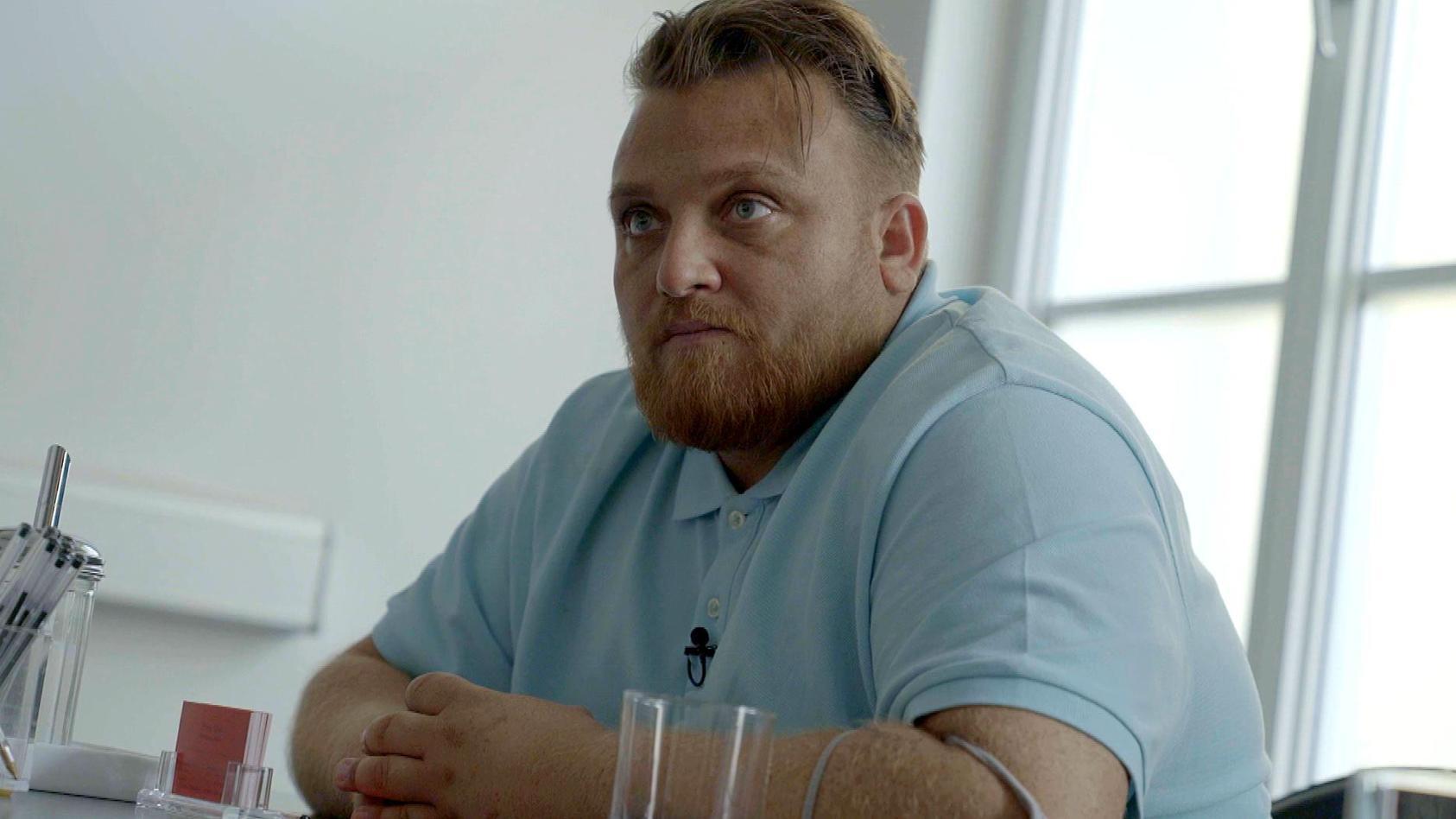 Menowin Fröhlich lässt sich bei seinem Kampf gegen die Drogensucht von Kameras begleiten.