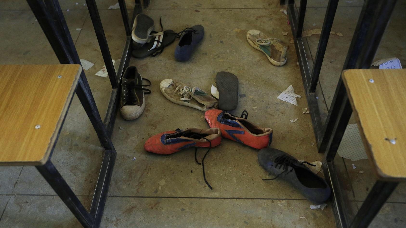 Bewaffnete Angreifer haben eine Schule in Nigeria überfallen und Schüler entführt. Schon im Dezember waren Hunderte Kinder entführt worden.