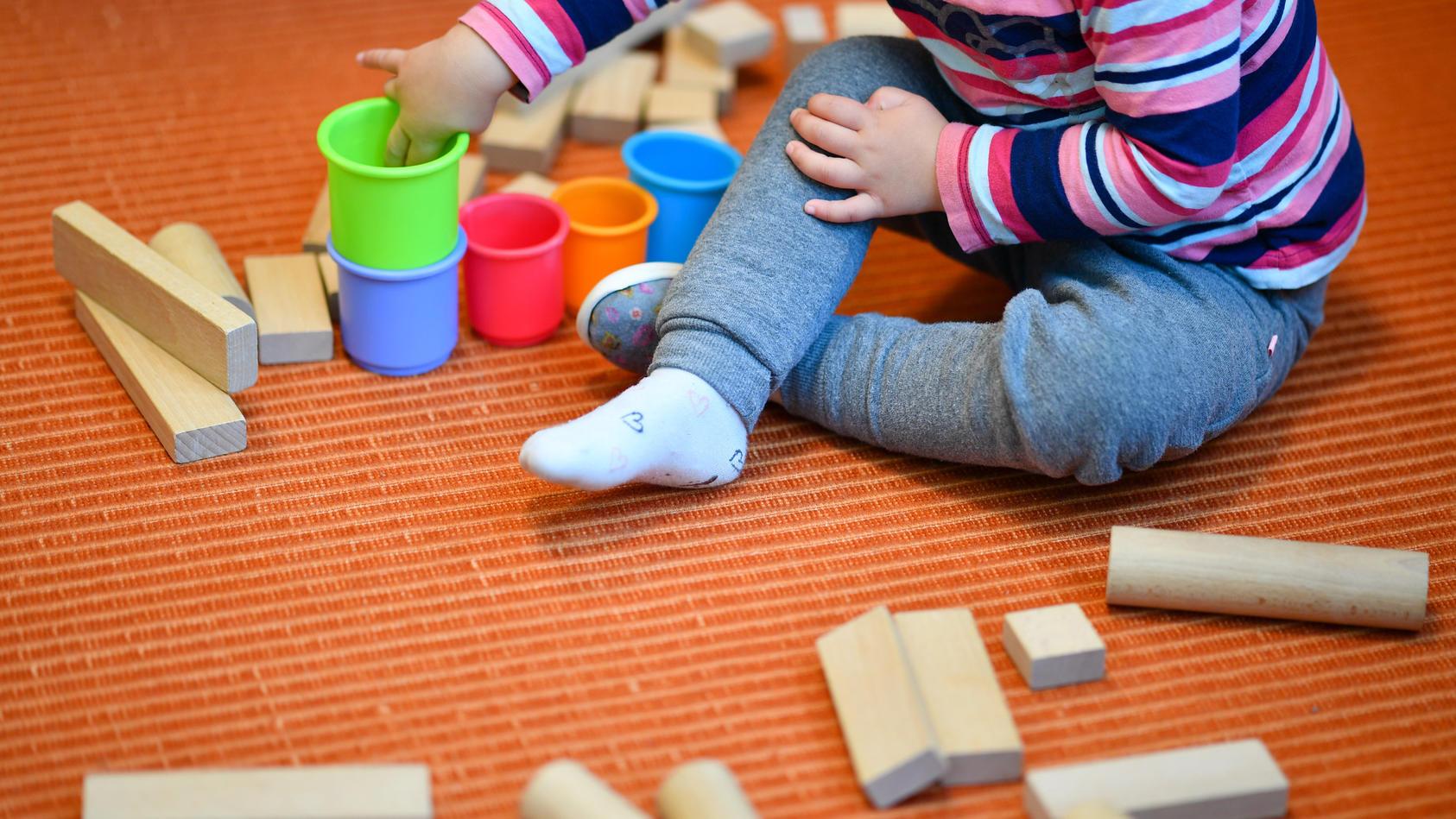 Kita-Kind beim Spielen
