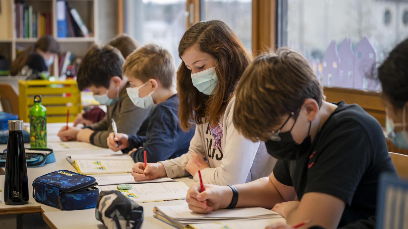 Schüler sollen durch flächendeckend eingesetzte Luftfilter zukünftig besser geschützt werden.