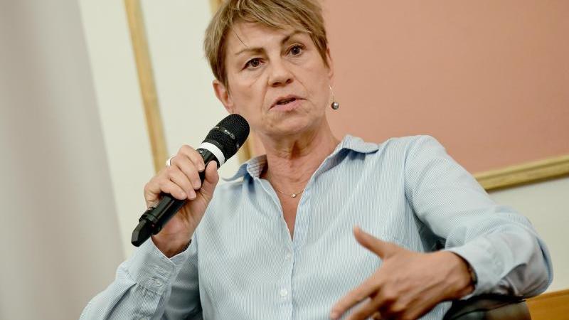 Elke Breitenbach (Die Linke) bei einer Veranstaltung. Foto: Britta Pedersen/dpa-Zentralbild/dpa/Archivbild