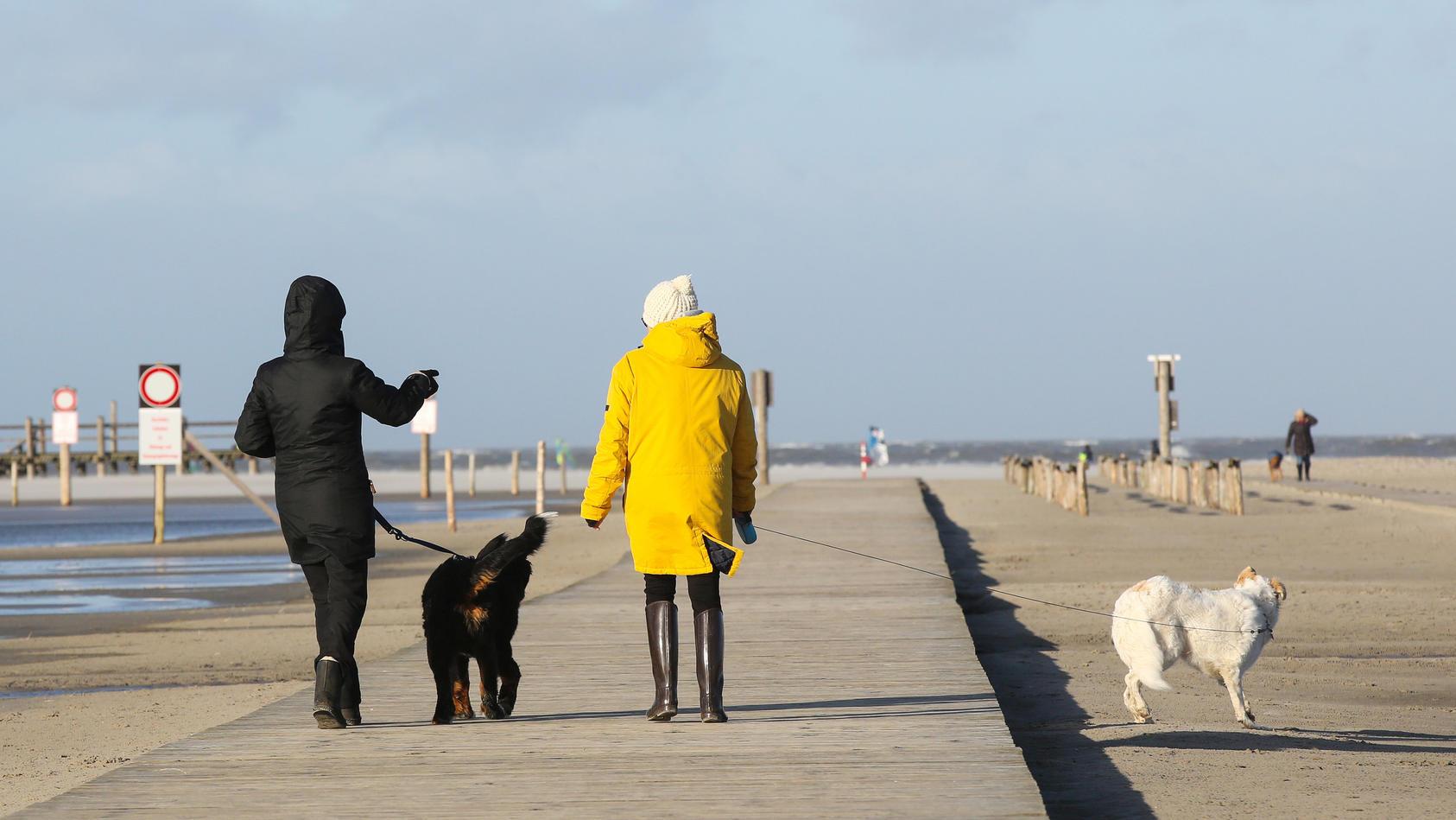 Spaziergang am Meer - Symbolbild
