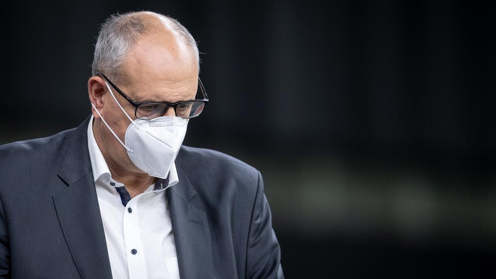 ARCHIV - 18.11.2020, Bremen: Andreas Bovenschulte (SPD), Bürgermeister von Bremen, trägt eine Schutzmaske. Spätestens nach einem Ende der Corona- Pandemie muss aus Sicht von Bremens Regierungschef Andreas Bovenschulte (SPD) eine Debatte über einen ge