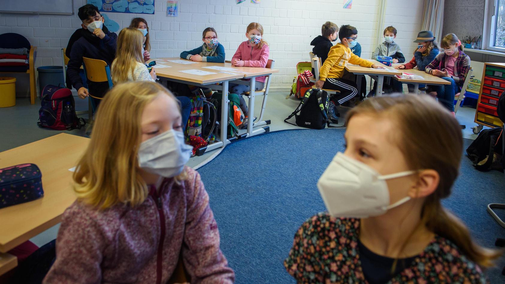 """Schule als Infektionsherd? RKI sieht Schüler """"eher nicht"""" als Pandemiemotor"""