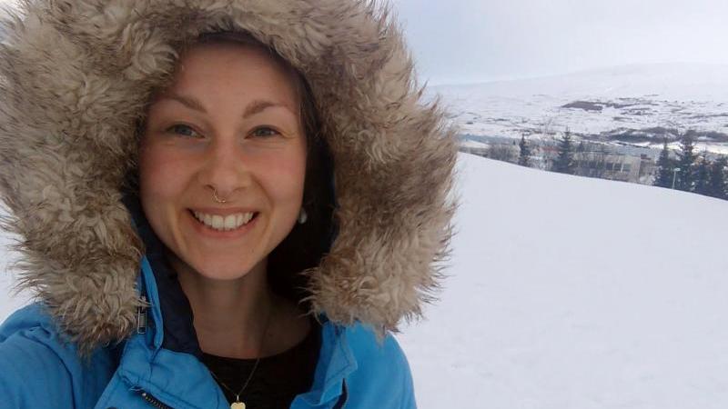 Die Plattdeutsch-Bloggerin Lisa Wrogemann in Island. Foto: ---/Privat/dpa/Handout