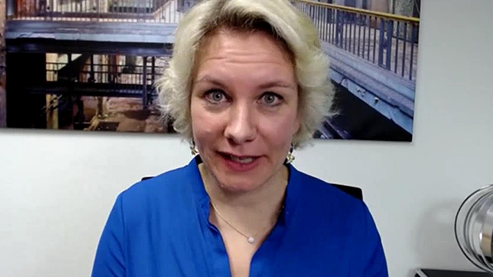 Rechtsanwältin Nicole Mutschke schätzt die Überlegungen zu einem Urlaubsverbot ein.