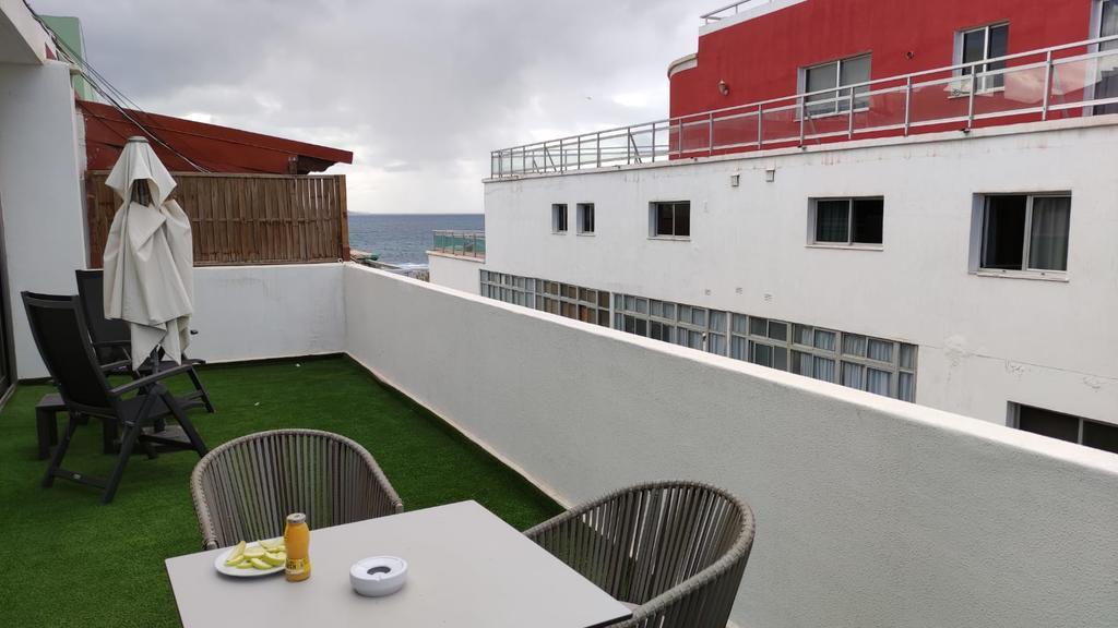 Blick auf einen Balkon im Quarantäne-Hotel in Las Palmas.