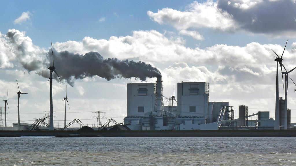Das RWE-Kraftwerk Eemshaven: RWE verklagt die Niederlande wegen des Kohleausstiegs.