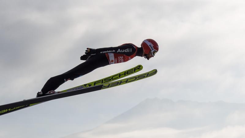 Markus Eisenbichler aus Deutschland in Aktion. Foto: Daniel Karmann/dpa