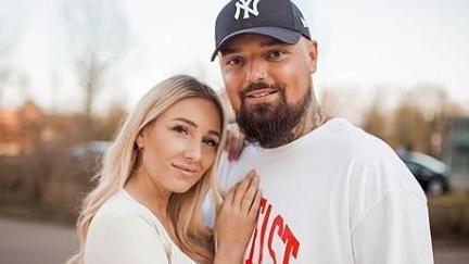 Jessica und Nik Schröder erwarten ihr erstes Kind.