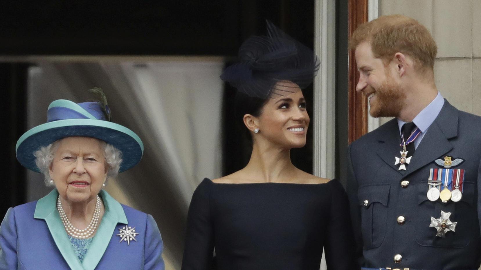 Die Queen bei einem Auftritt mit Herzogin Meghan und Prinz Harry.
