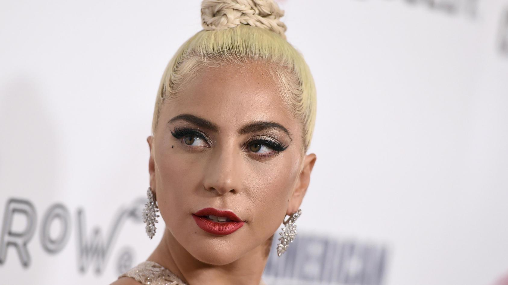 Nicht nur die Lady ist Gaga, sondern auch ihr Schal